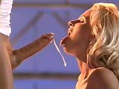 Ottrahanye porno-suchki poluchajut mega vystrely spermy ot Petera Norta