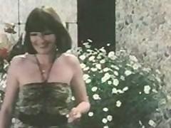 Retro porno v starinu tozhe ljubili gorjachuju i dikuju gruppovuhu