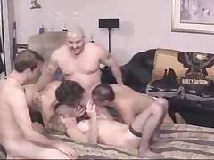 Бисексуальные мужики трахают одну телку