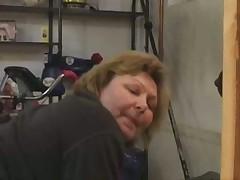 Пожилая толстуха заглянула в спортзал