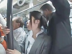 К японочке пристали в автобусе
