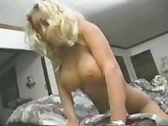 Gorjachaja i seksual'naja s jelektro igrushkami