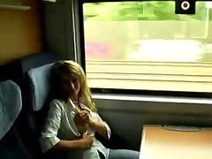 Любительское видео секса с подругой в туалете поезда