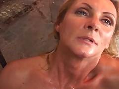 Zrelaja dama hochet seksa