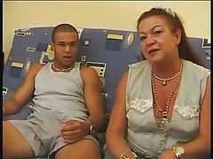 Арабский парень трахает молодую француженку