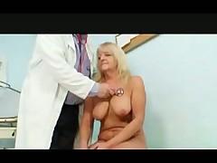 Пожилая поциенка на приеме у гинеколога