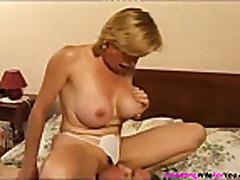 Французская женушка решила попробовать секс с молодым любовником