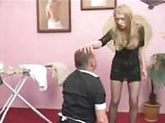 Gospozha trahaet seksrabynju igrushkami