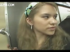 Две девушки дрочат одному парню в поезде