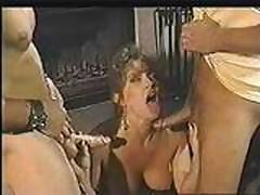 Jeshlin Gir (Ashlyn Gere) vyebali v dva smychka