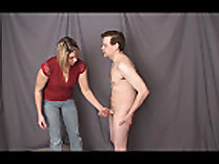 Mamochka dominiruet na seksrabom