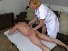Работает опытная массажистка
