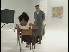 Посмотри под юбку. Оливия Дель Рио в школе